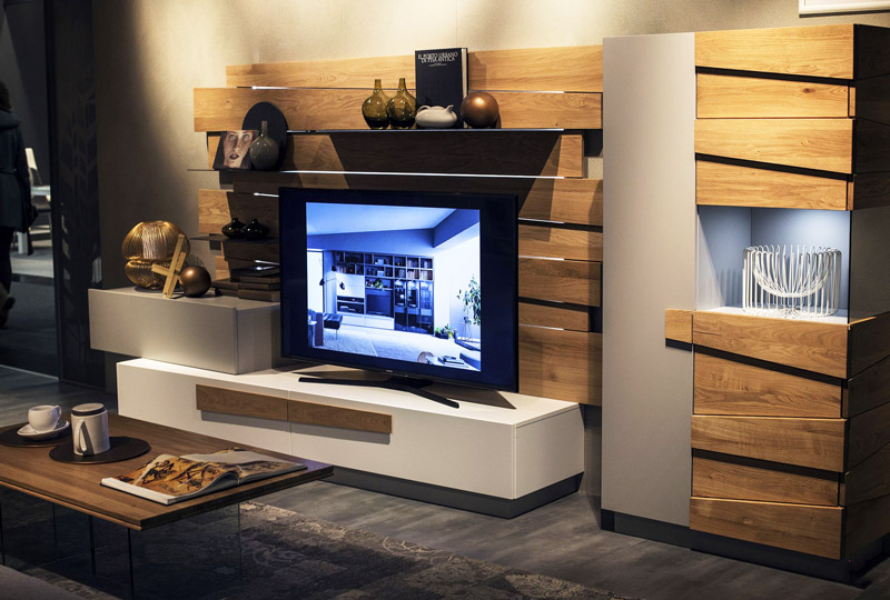 Wooden-planks-add-warmth-and-textural-beuaty-to-the-TV-unit.jpg