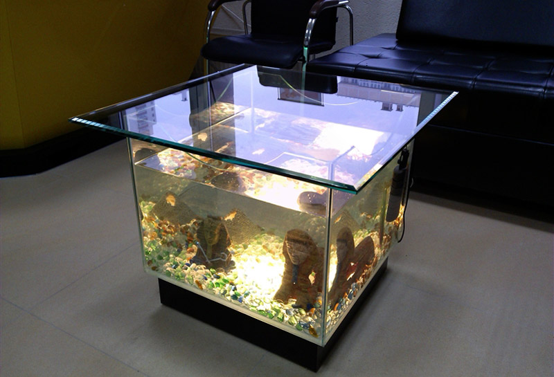 akvariumi-gurnalnie-stoliki.jpg