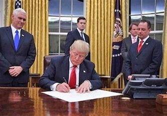 مبلمان ایرانی در دفتر کار ترامپ